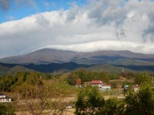 安達太良山と白い雲の塊